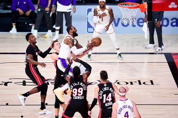 LeBron James et les Los Angeles ont remporté, dimanche, le titre NBA.